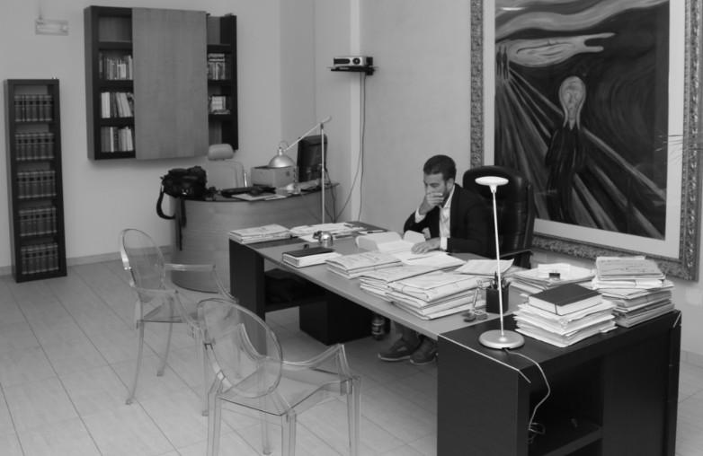 Marzio postiglione for Arredamento studio legale moderno